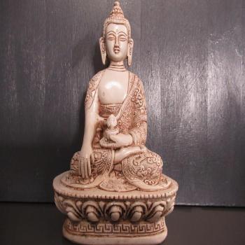 Statuette Bouddha en résine aspect vieilli